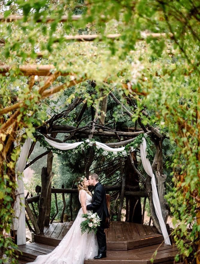 Log wedding gazebo Pine Rose.JPG