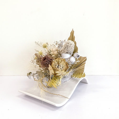 Wave vase dry arrangement