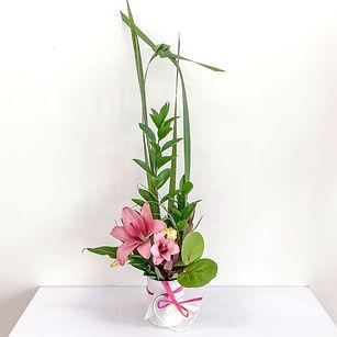 Embrace. Mini ikebana Japanese floral art