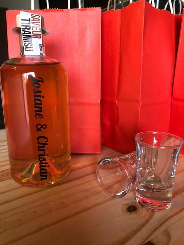 personnalisation bouteille vodka arrangé