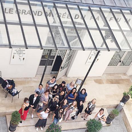 Une journée de découverte des parfums avec au programme le matin un atelier de création et l'après midi des visites guidées chez des parfumeurs parisiens