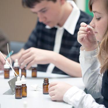 Atelier de création de parfums pour les graines de parfumeurs de 11-15 ans