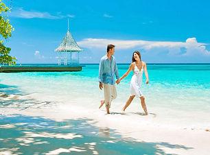 1504356590_feat-photo-honeymoon-trends.j
