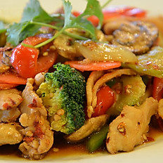 GĐ14. Stir Fried Pork, Beef or Chicken with mixed vegetables