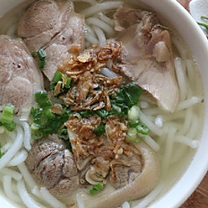 V6. Udon Noodles (Bánh Canh Tôm & Giò Heo)