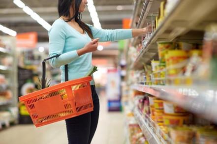 Efeitos da pandemia: 88% dos brasileiros pretendem comprar menos por impulso