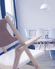 Белые деревянные стулья