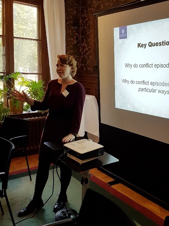conference presentation; female presenter; projector; key questions