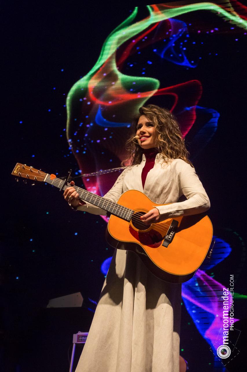 Paula Fernandes '14
