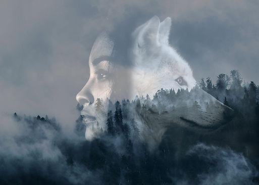 femme et loup artiste Nusypanka.jpg