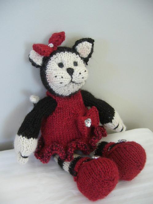 Clarissa The Cat Knitting Pattern