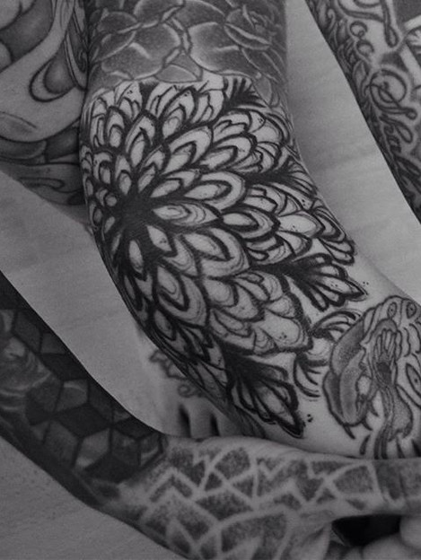Sketchy Knee Mandala . On me, by me. 🖤