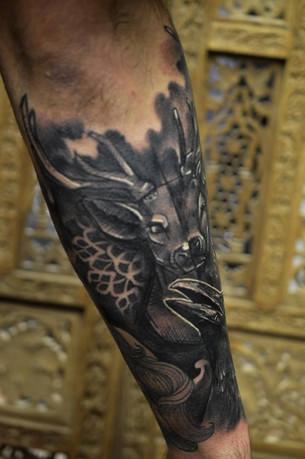 Stag head crow black & grey sleeve tatto