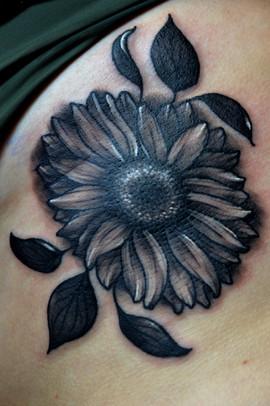 Black-&-grey-sunflower-tattoo-Hannya-Jay
