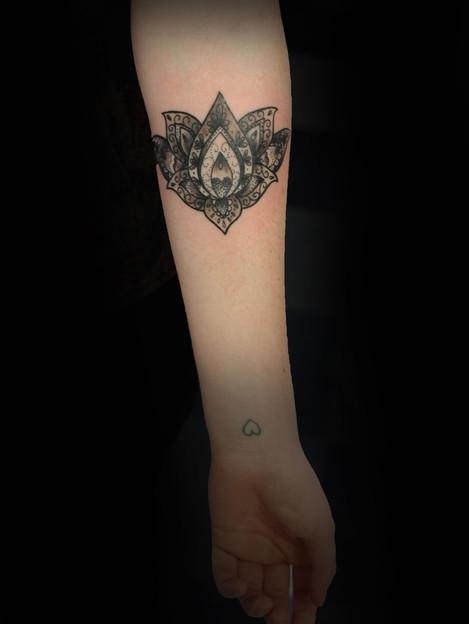 Lotus-henna-paisley-tattoo-Hannya-Jayne-