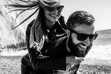 Black&white photo of happy couple in the