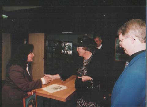 Presenting of her portrait to Queen Beatrix during her visit to my exposition, Almelo - Holland, The New Public Library 1994