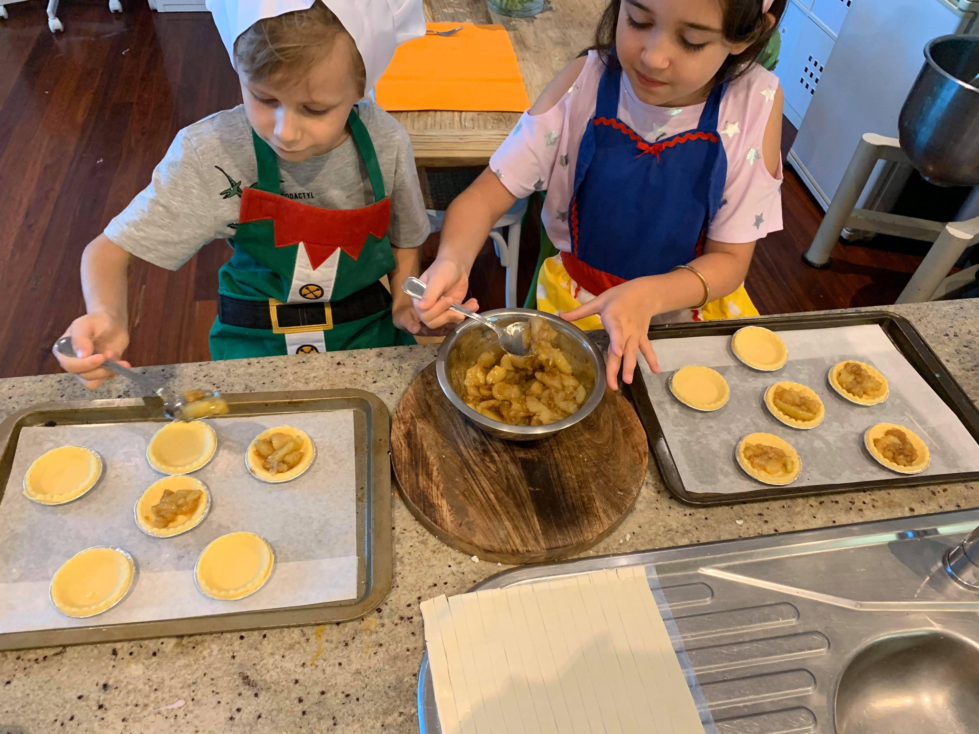 Mini Apple Pies Kids Class