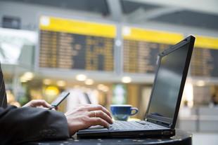 Como minha empresa pode economizar em viagens?