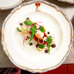 Beef tartare, black garlic, shallot ring