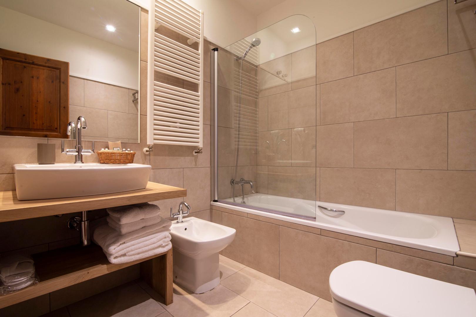 Chalet Eira Bathroom.jpg