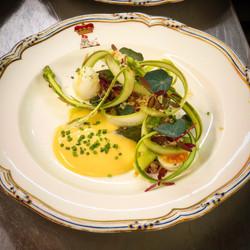Asparagus, quail eggs, horseradish holla