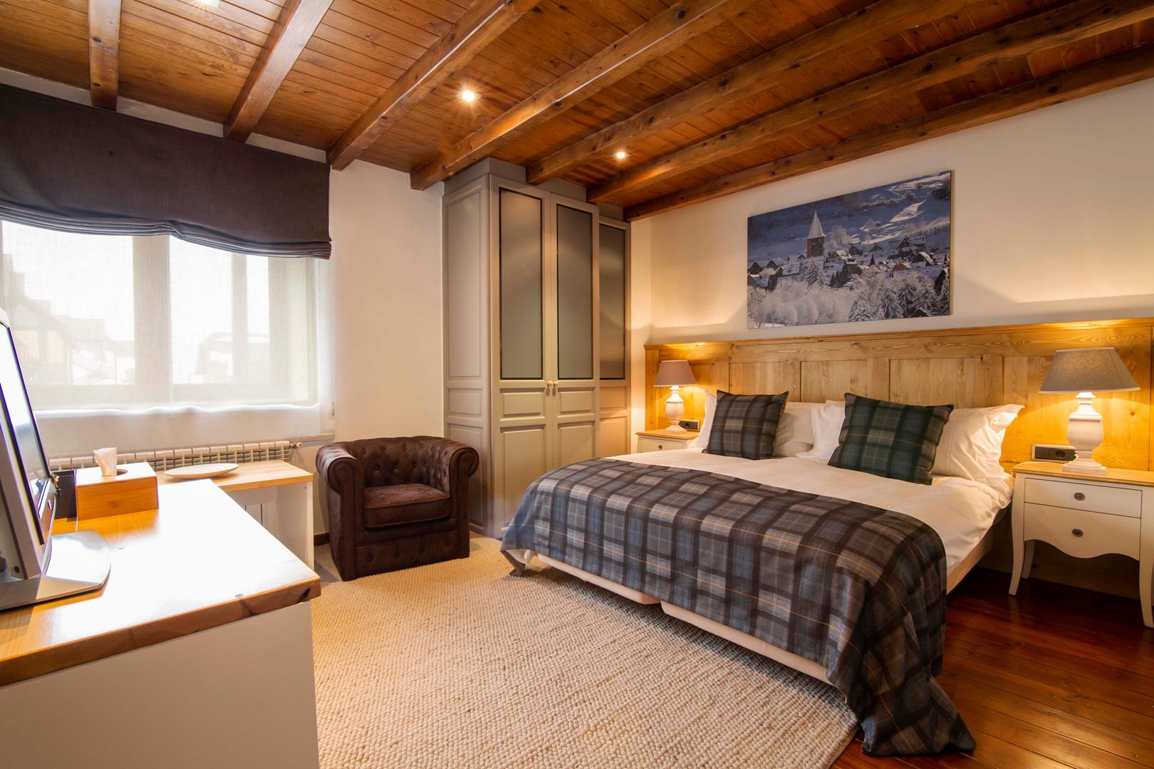 Chalet Eira Bedroom.jpg