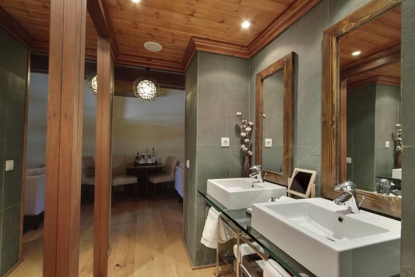 Occitania suite bathroom