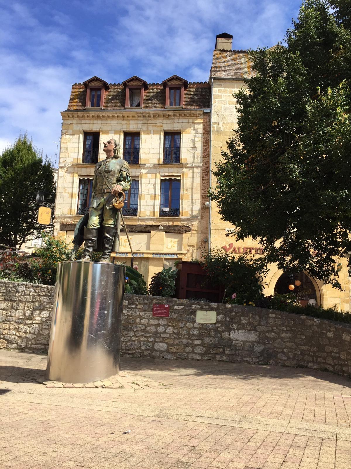 Cyrano de Bergerac statue