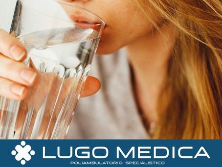 Bere molta acqua fa perdere l'appetito e dimagrire?