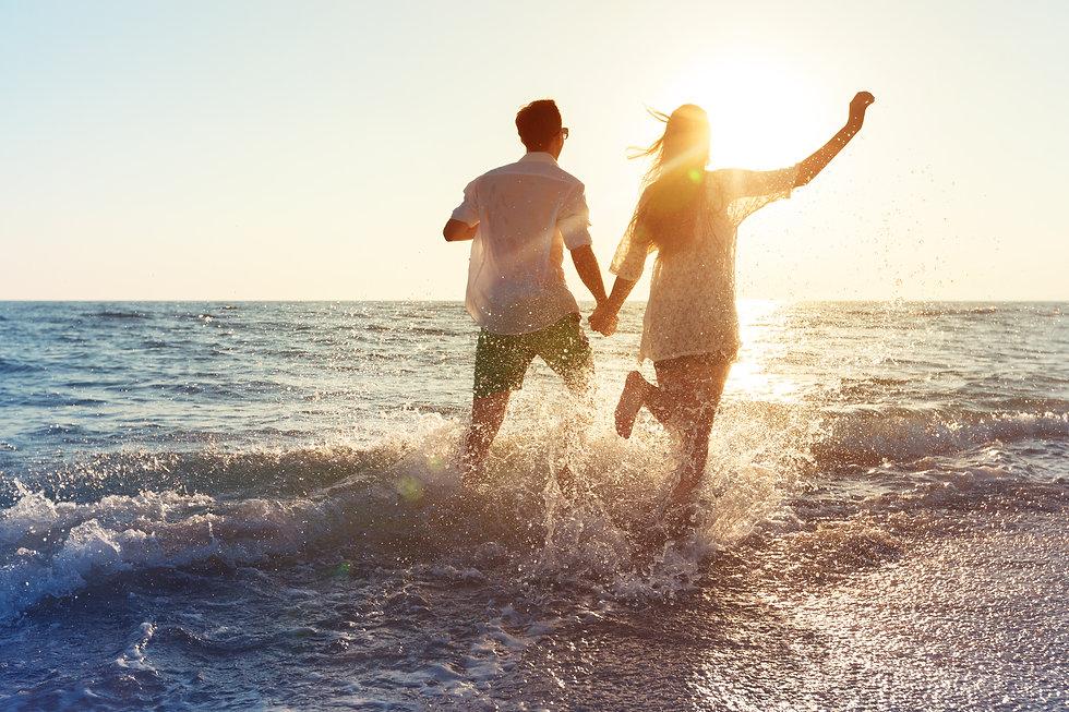 happy-young-couple-enjoying-the-sea.jpg