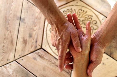 1 main dans 2 mains.jpg