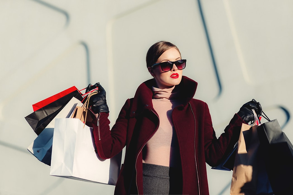 """alt=""""Rich woman holding many shopping bags"""""""