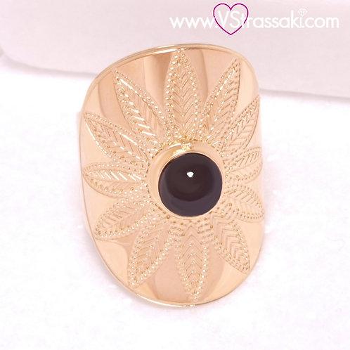 Ατσάλινο Δαχτυλίδι με Μαύρη Πέρλα και Ανάγλυφο Λουλούδι Χρυσό 2219