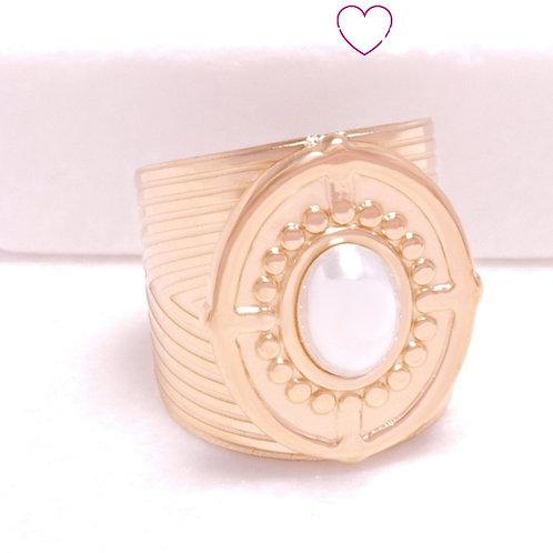 Ατσάλινο Δαχτυλίδι  με Ανάγλυφο Σχέδιο και Λευκή Πέρλα Χρυσό 2296