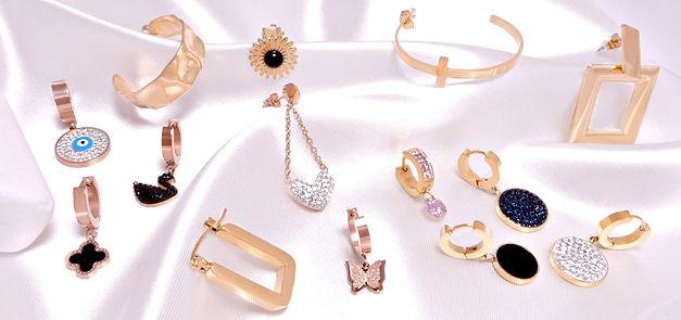 Γυναικεία ατσάλινα σκουλαρίκια με σταυρό, μάτι, κύκνο, καρδιά, πεταλούδα, λουλούδι, αλυσίδα και κρίκους σε χρυσό και ροζ χρυσό χρώμα.