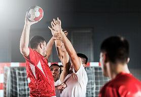 Handball Schuss und Verteidigung