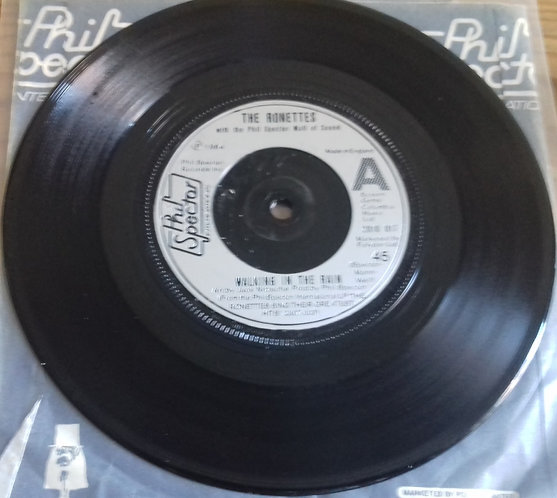 """The Ronettes - Walking In The Rain (7"""", Single) (Phil Spector International)"""