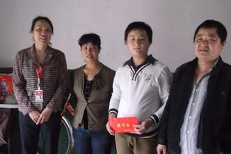 2014-05-17 集团工会副主席谈敏同志代表单位慰问职工家属
