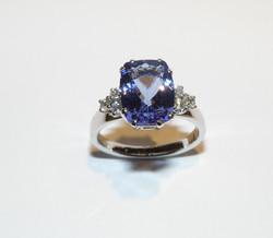 Anello con Tanzanite e Diamanti