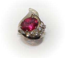 Anello rubino diamanti