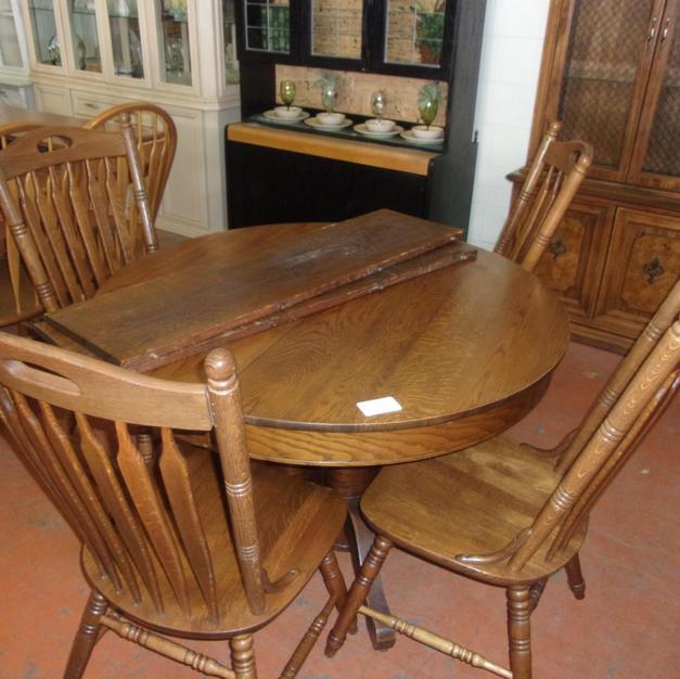 Round w/ 4 chairs