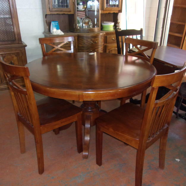 Table + 4 crisscross chairs