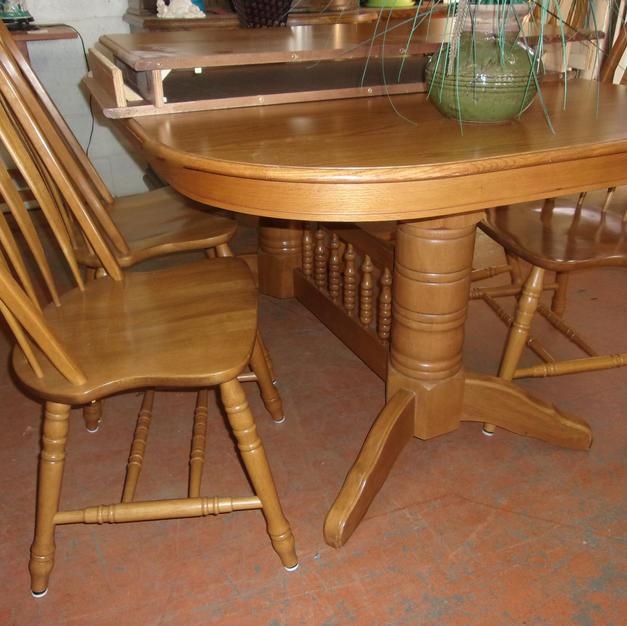 Oak Table, Fan back chairs + 2 Lv
