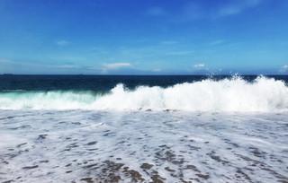 Breaking waves at Loebar Porthleven