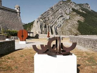 """La fortaleza medieval de Sisteron escenario de la exposición """"Marino di Teana 1920-2012 - Forge"""