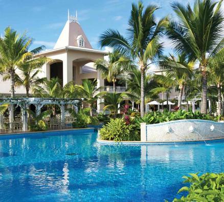 Main-Pool-Sugar-Beach_1599x1066_300_RGB