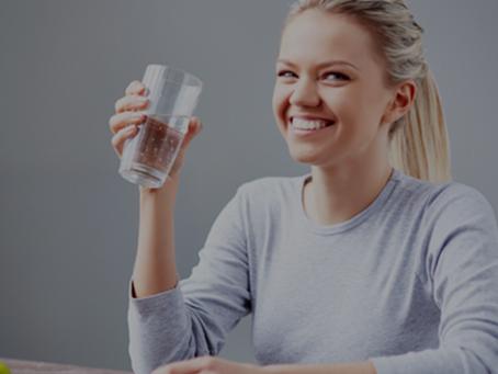 6 Benefícios da água rica em hidrogénio