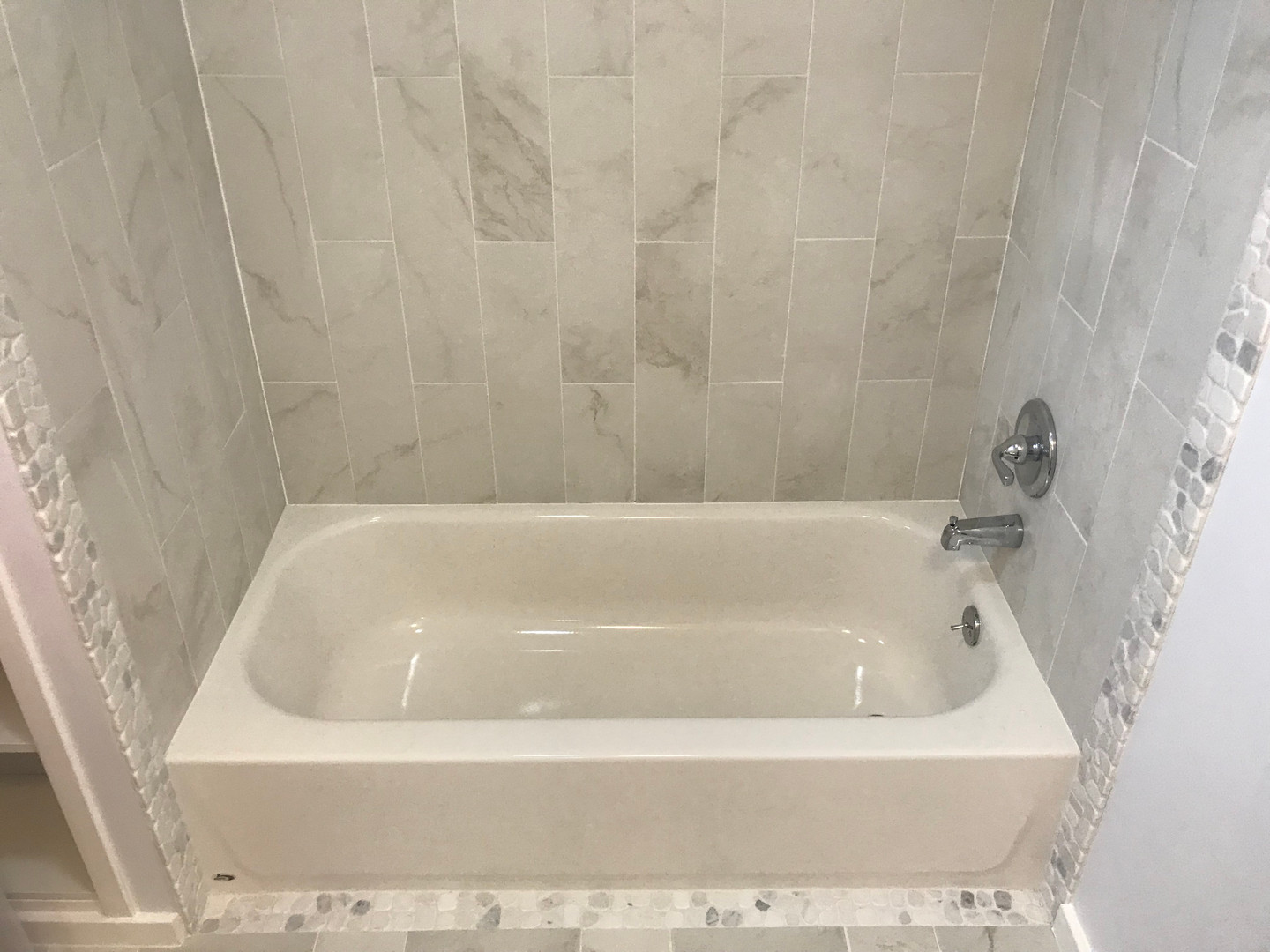 New tiled tub surround