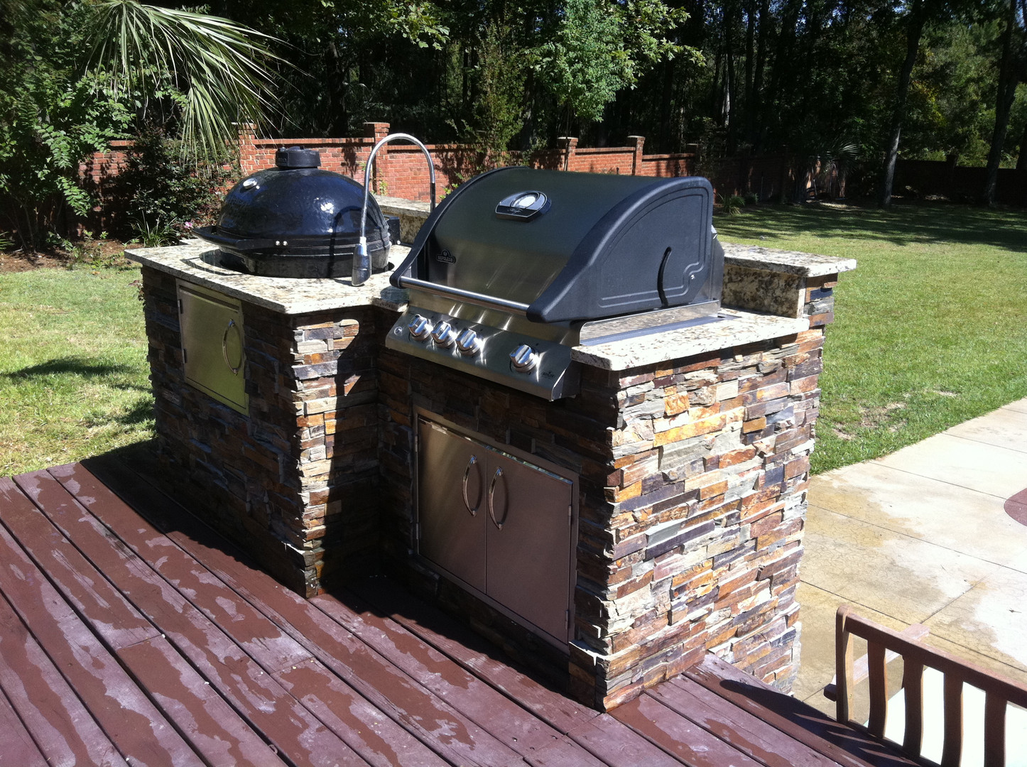 Outdoor kitchen with Primo Grill